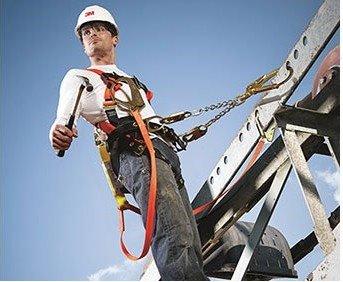Upravljanje bezbednošću i zdravljem na radu - usluge licenciranog lica za BZR.