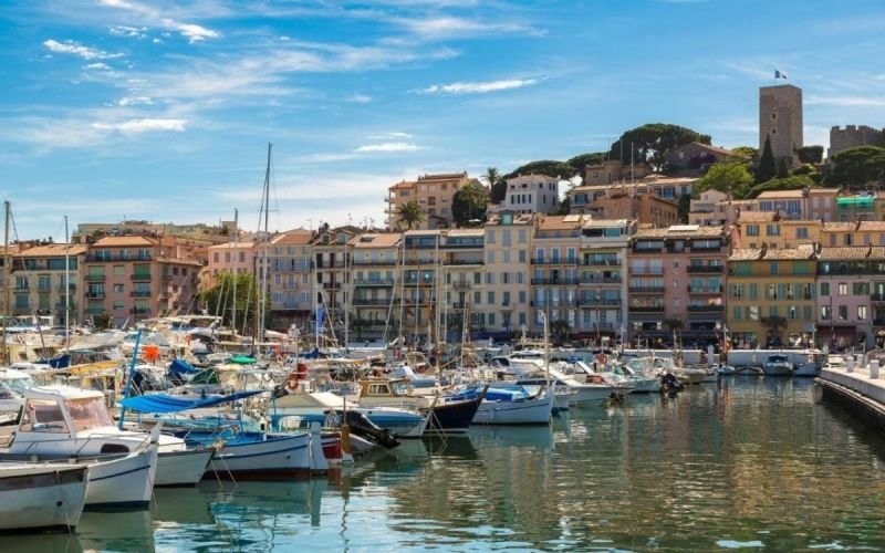 Harbour in front of the old town of Cannes