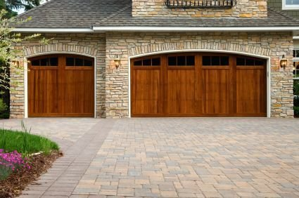Tips to Put into Consideration When Selecting a Garage Door Servicing Provider