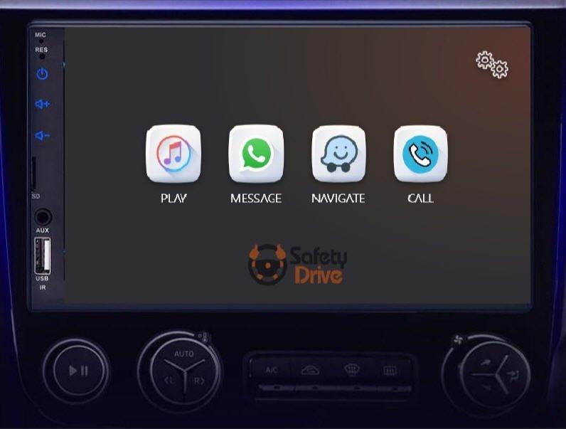 עם היכנסך לרכבך הכנס את הטלפון הנייד לתא כפפות.