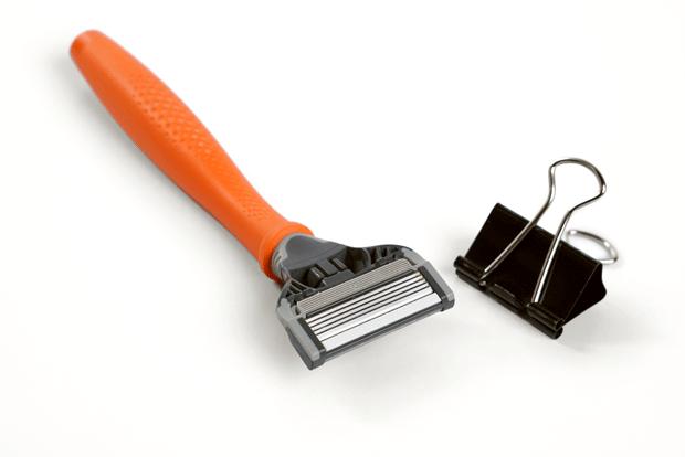 binder clip as blade guard for razor
