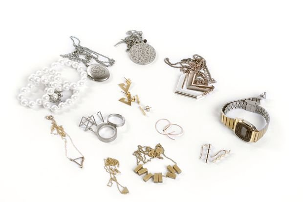 packing jewelry in egg carton