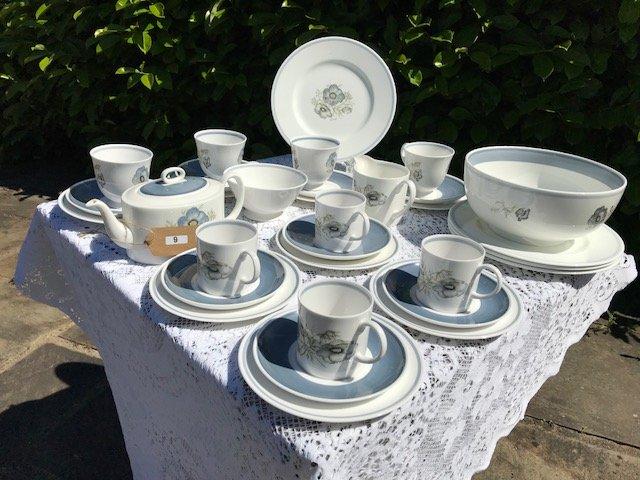 Lot 9 - Set of Susie Cooper Glen Mist Dinner & Tea Ware - £30 to £40