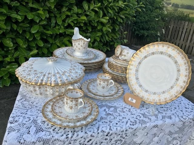 Lot 20 - Spode Gold Fleur De Lys Dinner & Coffee Set - £60 to £80
