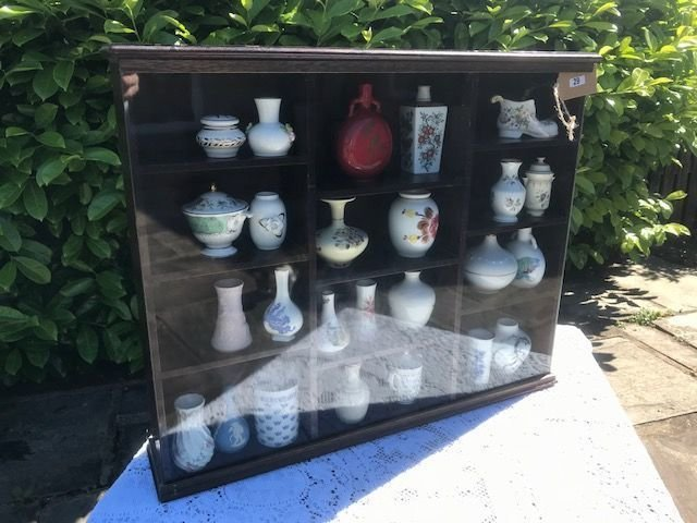 Lot 29 - Cabinet of Franklin Mint Miniature Vases - £15 to £25