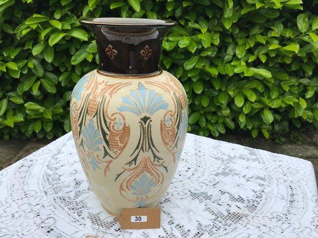 Lot 30 - Lovatts Langley Vase - £30 to £40