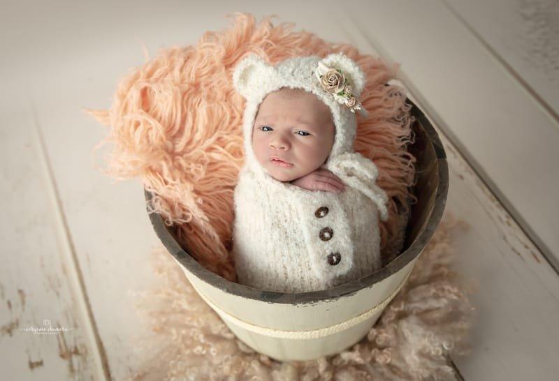 Petite fille 9 jours