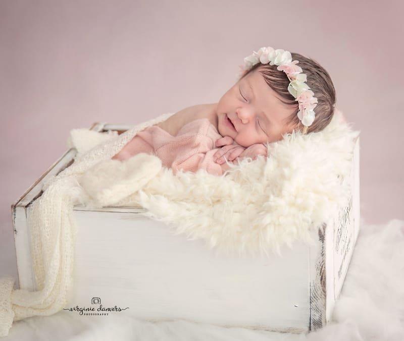 bébé fille 7 jours