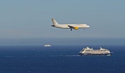 Cruise Vs Resort