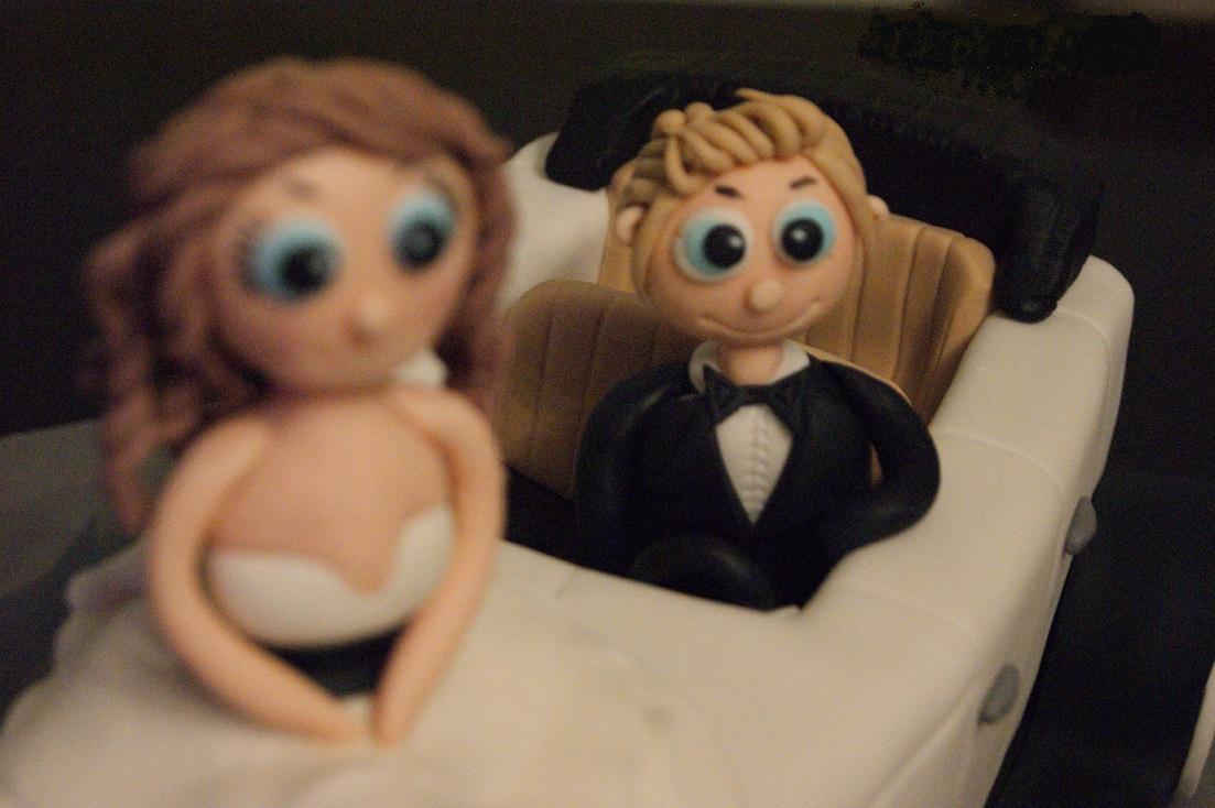 γάμου τούρτα απο ζαχαρόπαστα νυφική αυτοκινητο γαμπρος νυφη madame charlotte ζαχαροπλαστείο καλαμάτα, wedding cakes kalamata