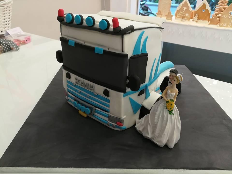 τούρτα από ζαχαρόπαστα mr & mrs scania, Ζαχαροπλαστείο καλαμάτα madame charlotte, τούρτες γεννεθλίων γάμου βάπτησης παιδικές θεματικές birthday theme party cake 2d 3d confectionery patisserie kalamata
