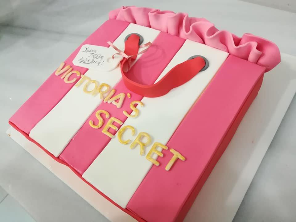 τούρτα από ζαχαρόπαστα victorias secret gift, Ζαχαροπλαστείο καλαμάτα madame charlotte, τούρτες γεννεθλίων γάμου βάπτησης παιδικές θεματικές birthday theme party cake 2d 3d confectionery patisserie kalamata