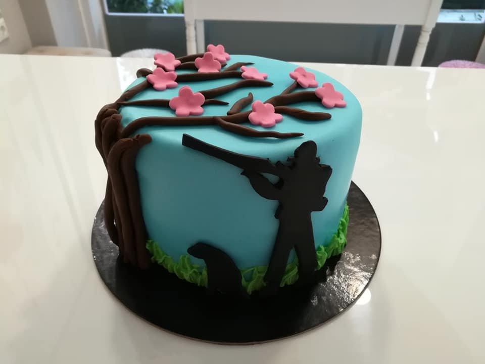 τούρτα από ζαχαρόπαστα κυνηγός, Ζαχαροπλαστείο καλαμάτα madame charlotte, τούρτες γεννεθλίων γάμου βάπτησης παιδικές θεματικές birthday theme party cake 2d 3d confectionery patisserie kalamata