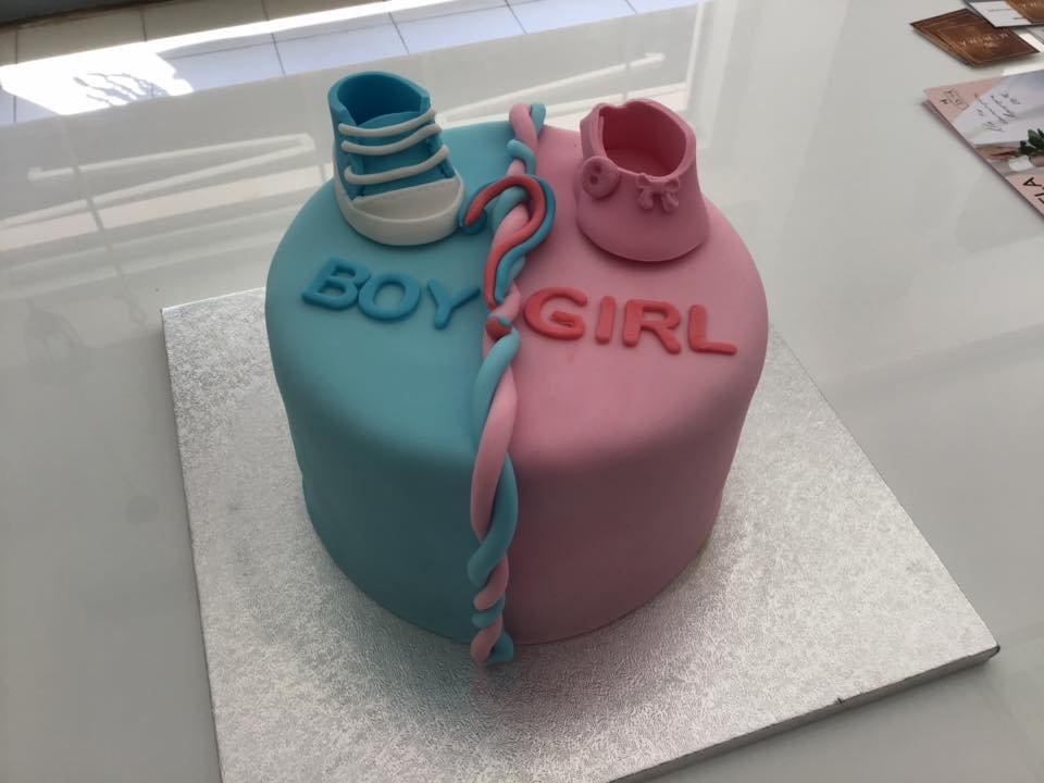 τούρτα από ζαχαρόπαστα boy or girl αποκαλυψης φύλου μωρού, Ζαχαροπλαστείο καλαμάτα madame charlotte, τούρτες γεννεθλίων γάμου βάπτησης παιδικές θεματικές birthday theme party cake 2d 3d confectionery patisserie kalamata