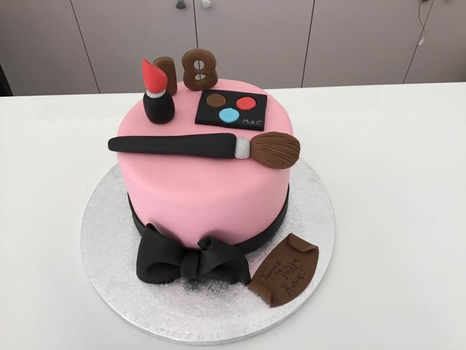 τούρτα από ζαχαρόπαστα mac make up μακιγιάζ, Ζαχαροπλαστείο καλαμάτα madame charlotte, τουρτες παρτι παιδικες γενεθλιων madamecharlotte.gr birthday cakes patisserie confectionery kalamata
