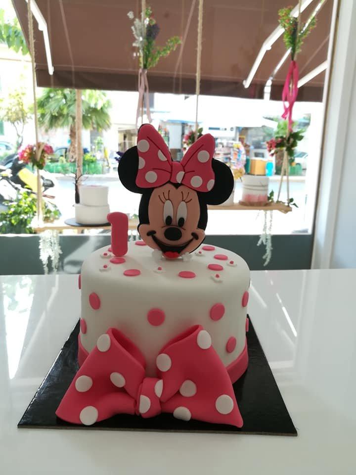 τούρτα από ζαχαρόπαστα minnie mouse 1 yo ενός έτους, Ζαχαροπλαστείο καλαμάτα madame charlotte, τουρτες παρτι παιδικες γενεθλιων madamecharlotte.gr birthday cakes patisserie confectionery kalamata