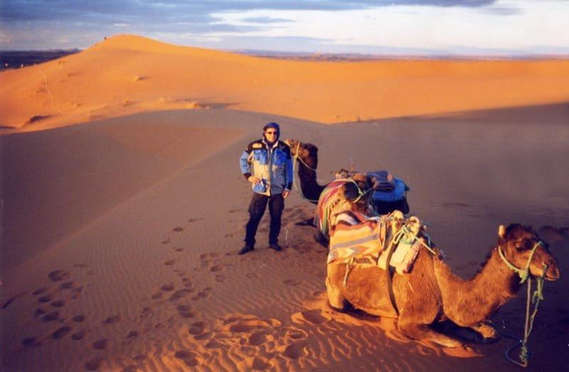 Dr. Jons y sus camellos, diciembre 2000.