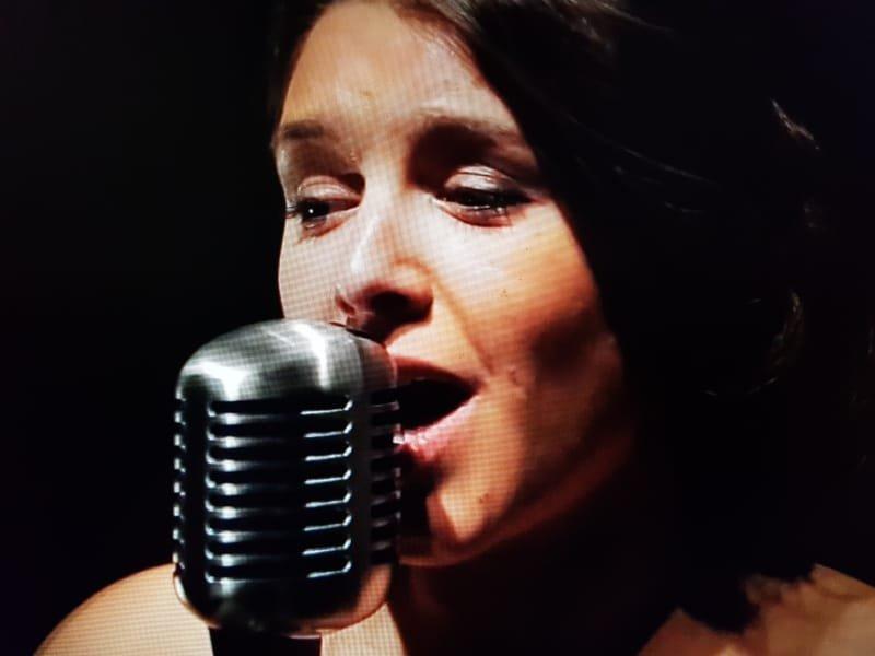 AMILYA, chanson française, anglaise et espagnole