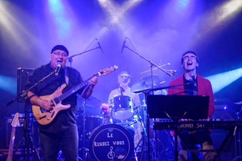 "YALEO, Tribute ""Santana"" et covers pop, rock, latino"