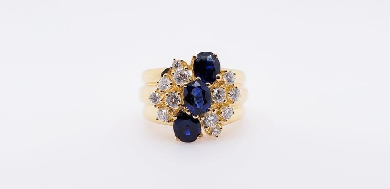 ESTATE RING WITH SAPPHIRE & DIAMONDS