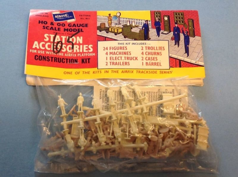 Airfix Station Accessories