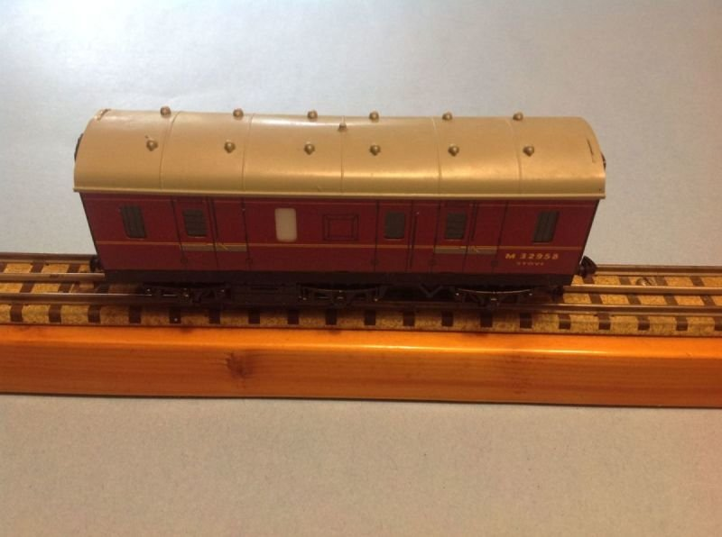 4076 Six Wheeled Passenger Brake Van