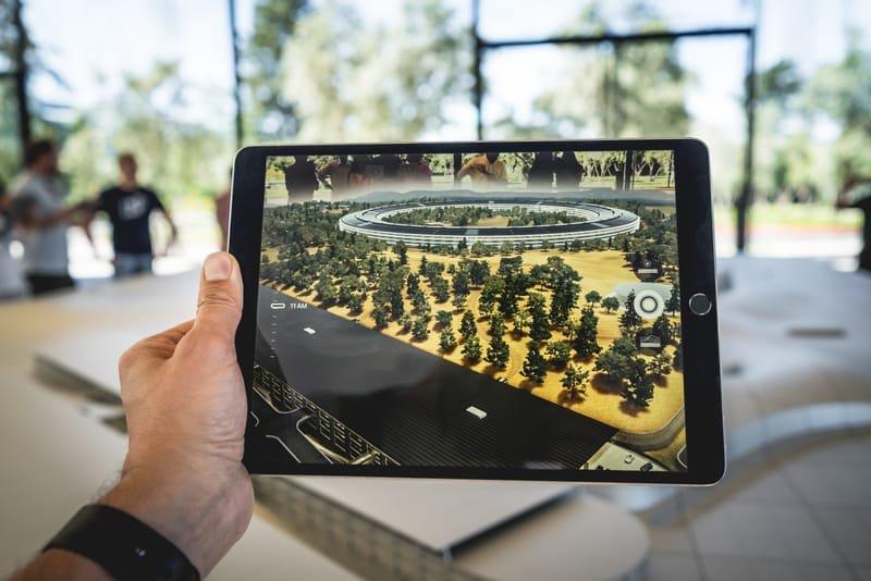 Arttırılmış Gerçeklik - Augmented Reality ( AR )