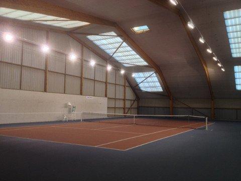 Terrain de tennis de la Gacilly et son mur d'entraînement