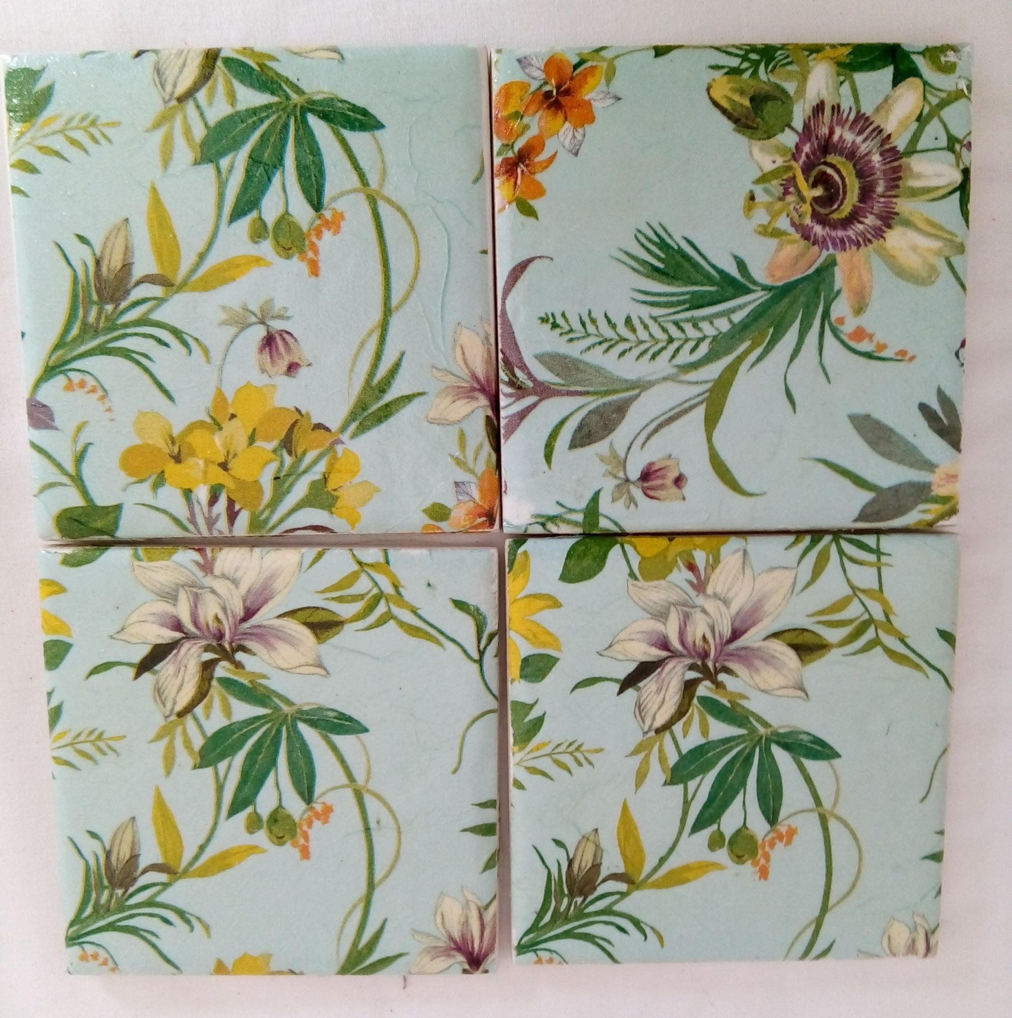 Beautiful flower design ceramic coasters apleyeverafter a set of 4 ceramic flower coasters also available in stone coasters click on below to choose which type of coaster you prefer the price shown is for the izmirmasajfo