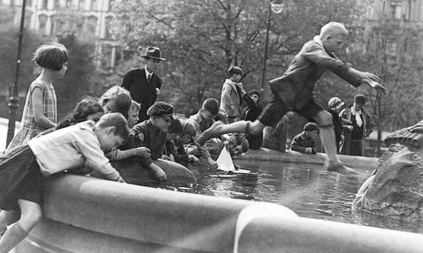 המפלגה הנאצית ביקשה לשוות לגרמניה מראה אחר ותדמית אחרת. בני נוער בברלין, 1930 צילום: גטי אימג'ס