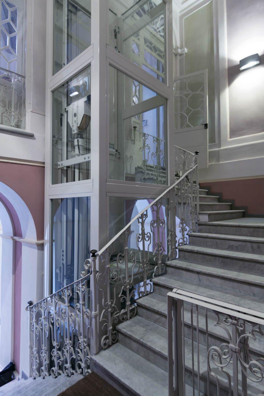 winda do domu jednorodzinnego - wewnętrzna stalowa konstrukcja malowana proszkowo