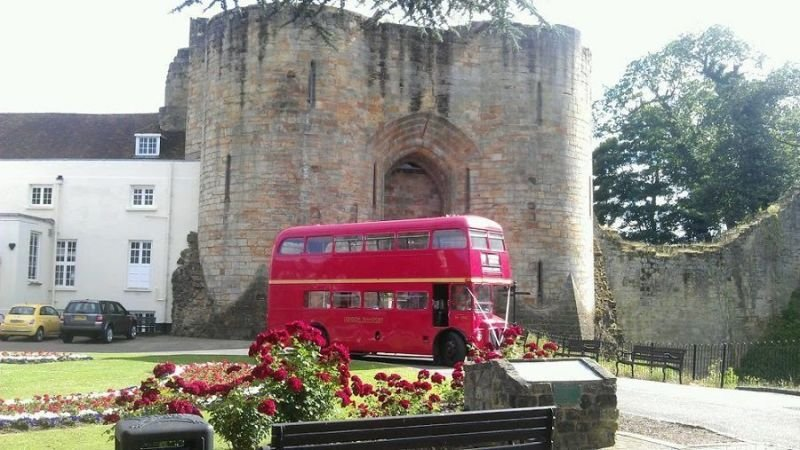Routemaster in Front of Castle
