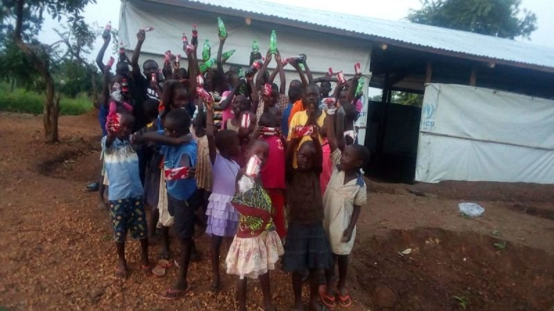I CAN South Sudan Give Soft Drinks to the Children after Training