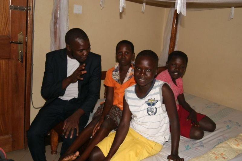 Moses Sakondo visits I CAN children in their Hotel