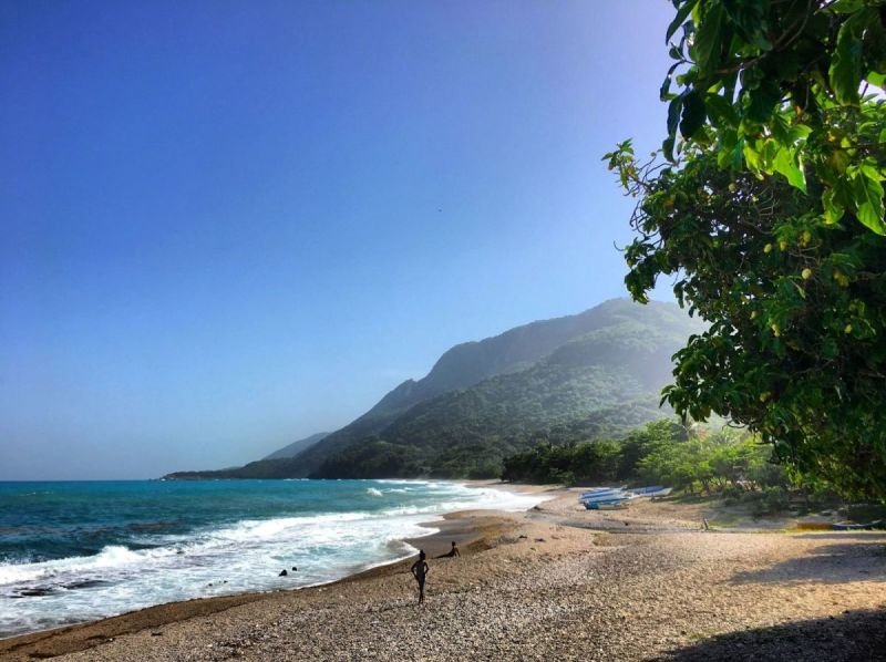 Barahona Beach, photo by Jack Loomes