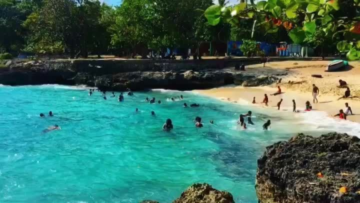Video of a Dominican Beach, by Jack Loomes