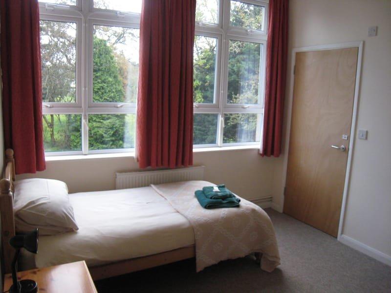 Bright and quiet rooms