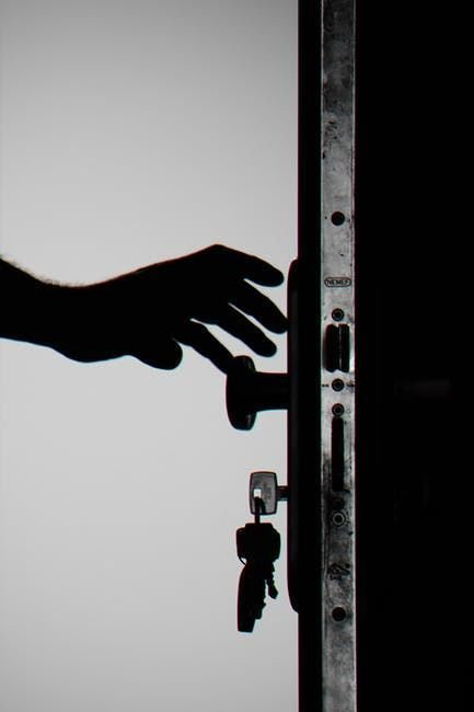 Essential Tips to Evaluate When Hiring Locksmith Services