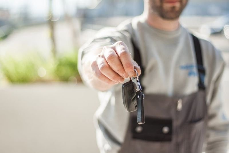Go for a Locksmith to Get Your Car Key Replaced