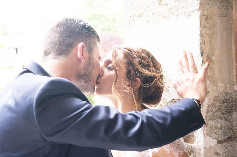 s'embrasser au mariage