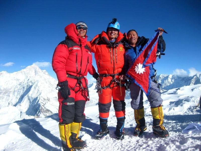 AMA DABLAM 6812+ ISLAND PEAK 6189 INTERNATIONAL EXPEDITION 2019