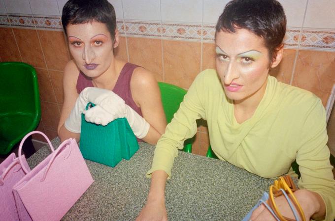La campagne d'automne des soeurs de Medea créée en collaboration avec l'artiste Isamaya Ffrench
