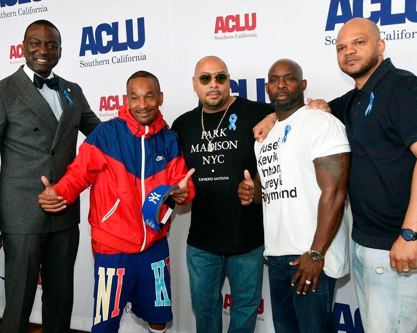 De gauche à droite, les honorés Yusef Salaam, Korey Wise, Raymond Santana, Antron McCray et Kevin Richardson posent ensemble lors du 25e déjeuner annuel de l'ACLU SoCal au JW Marriott at LA Live, le vendredi 7 juin 2019 à Los Angeles.  (Photo de Chris Pizzello /