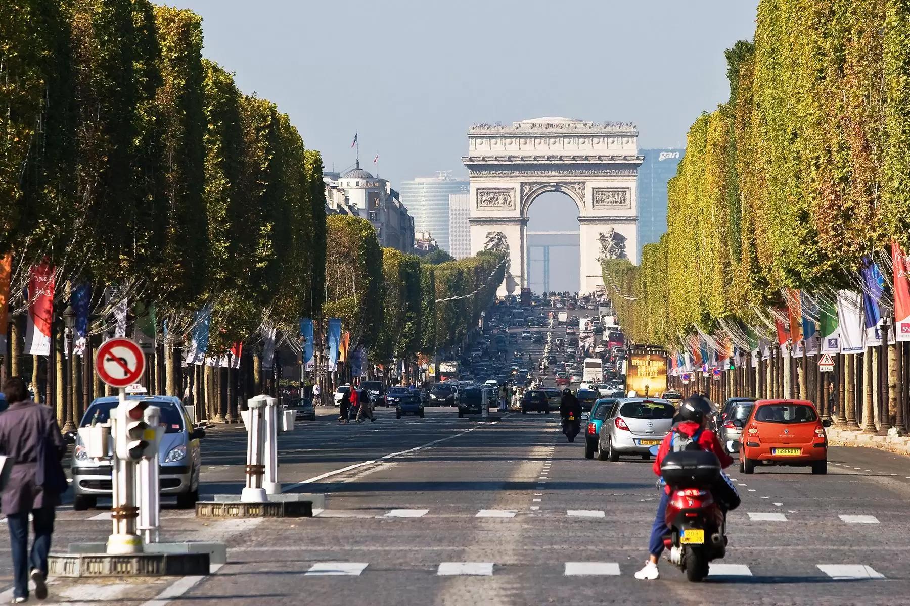 17 Arc de Triomphe Champs-Elysees