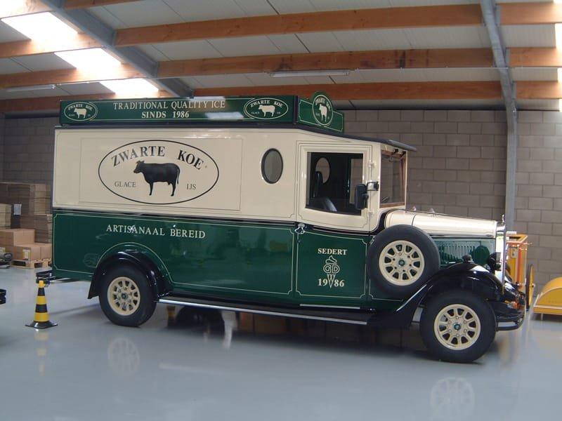 Vintage Asquith Shire - Zwarte Koe Ice Cream Van (Belgium)