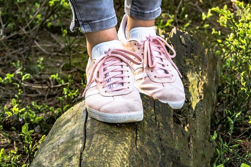 Chaussures spécialisées et à orthèses