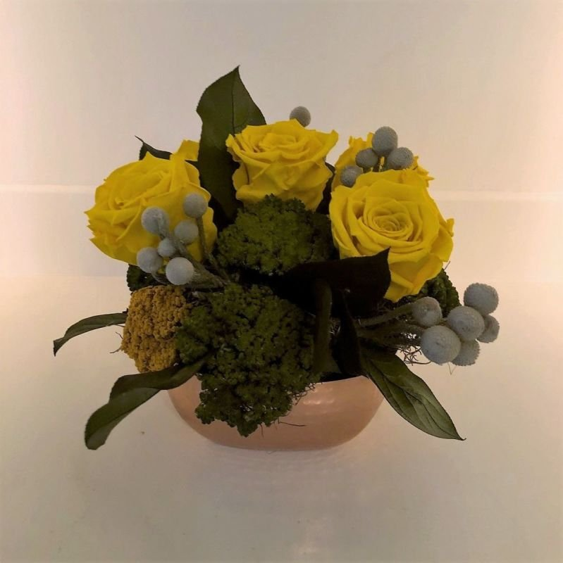 117 Copper vase with Yellow Roses