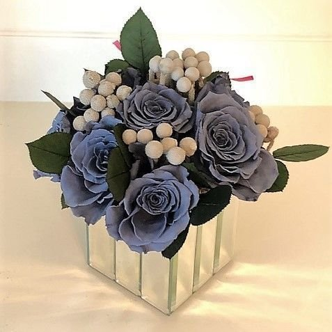 119 Grey Roses in mirror vase