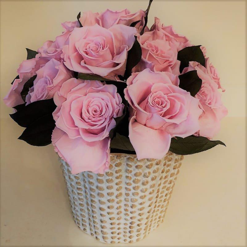 124 Pink roses in ceramic vase