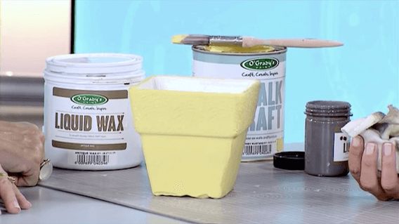 VIDEO: HOW TO AGE CERAMIC VASE  USING CHALK CRAFT